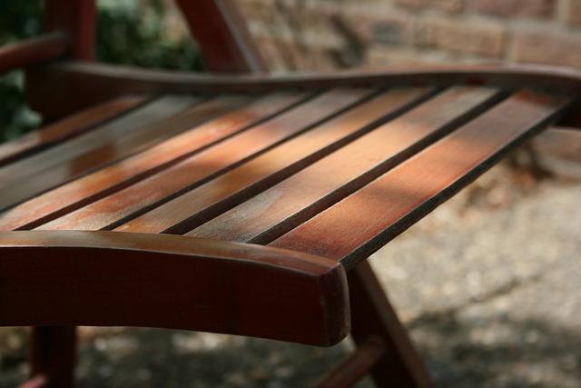 meble ogrodowe, krzesło drewniane