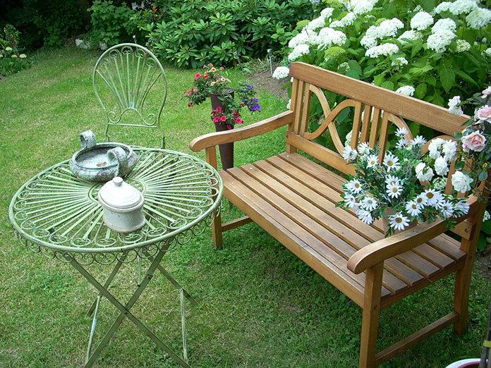 Jak wybrać praktyczne i wygodne ławki ogrodowe?