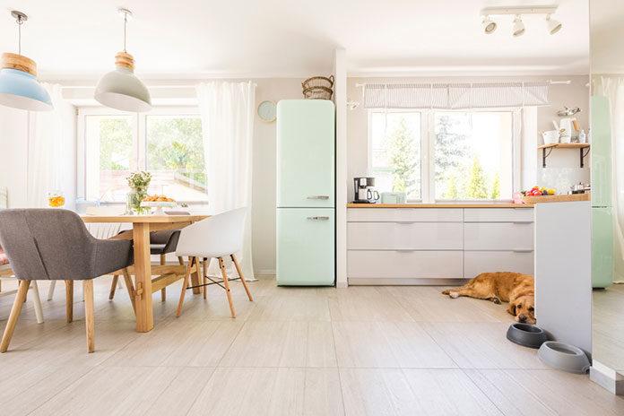 Pastelowa kuchnia – dlaczego warto stosować jasne kolory w przestrzeni do gotowania?