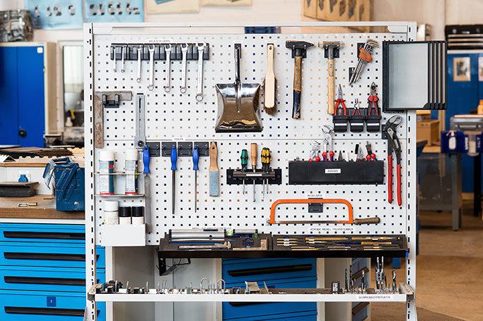 Porządek w garażu i w warsztacie - postaw na meble z metalu