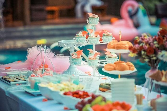 W czym najlepiej smakują desery? Sprawdź propozycje niezwykłej zastawy deserowej