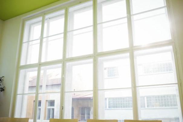 Jak zamontować plisy okienne i jak je czyścić