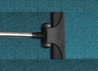 Jak skutecznie wyprać dywan odkurzaczem piorącym