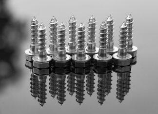 Czym charakteryzują się nowoczesne śruby pasowane z łbem sześciokątnym z gwintem krótkim